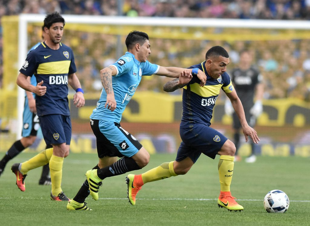 Boca goleó a Belgrano pese a la expulsión de Tevez