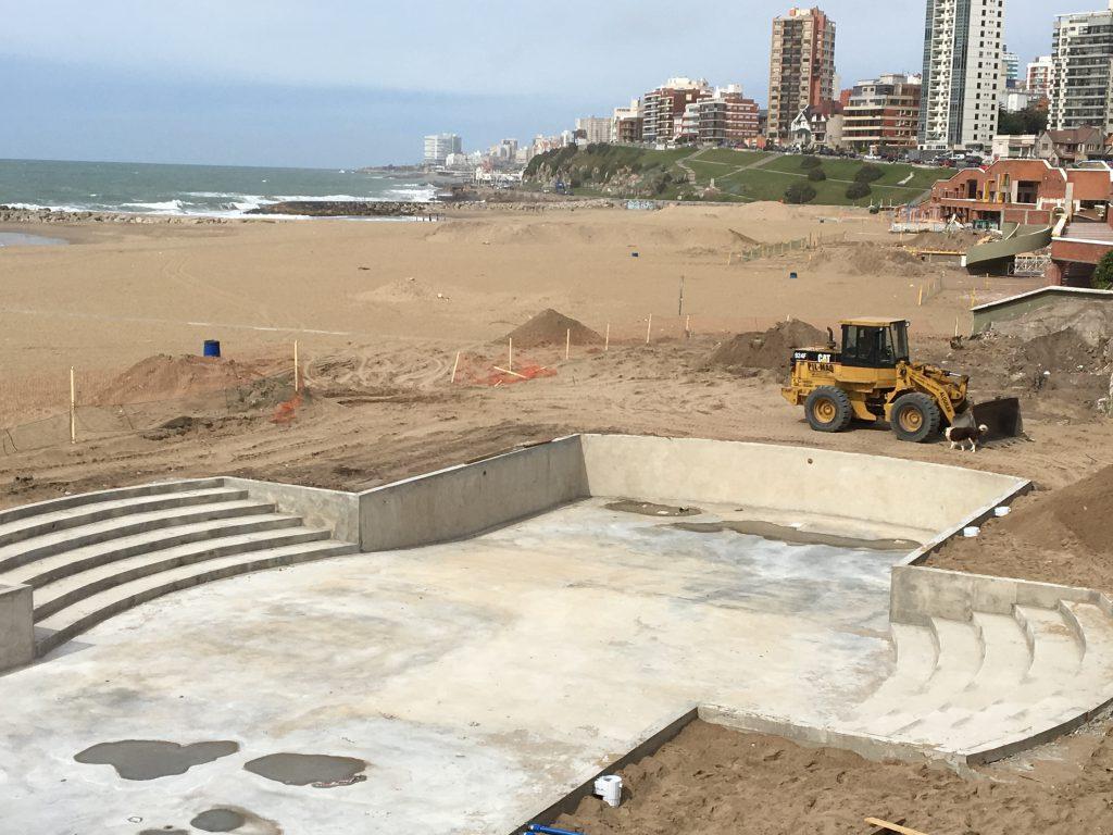 Remodelaciones a pleno en los balnearios de La Perla. Este año contarán con piscinas mientras se busca atraer a más turistas.
