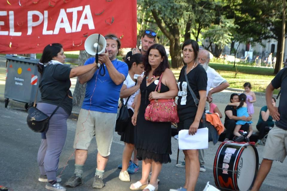 Lucía Sosa y Javier Picart, los padres de la beba asesinada, cuando junto a la licenciada Patricia Gordon, luego de otro hecho de similares características, reclamaban por la tenencia de sus hijos. Hoy están detenidos.