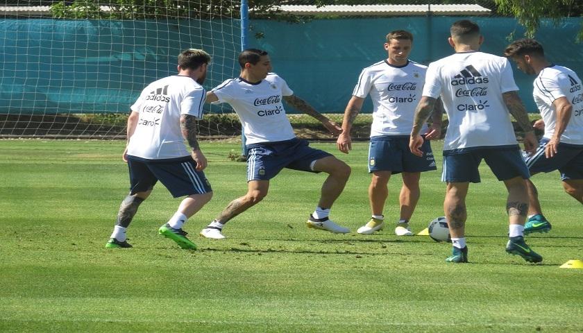Argentina se entrenó en Ezeiza de cara al duelo frente a Colombia