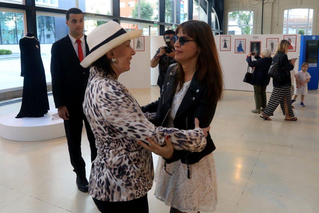 La actríz Graciela Borges y la cantante Fabiana Cantilo se encontraron en el Paseo Aldrey. Resaltaron la importancia del Festival Internacional de Cine de Mar del Plata.