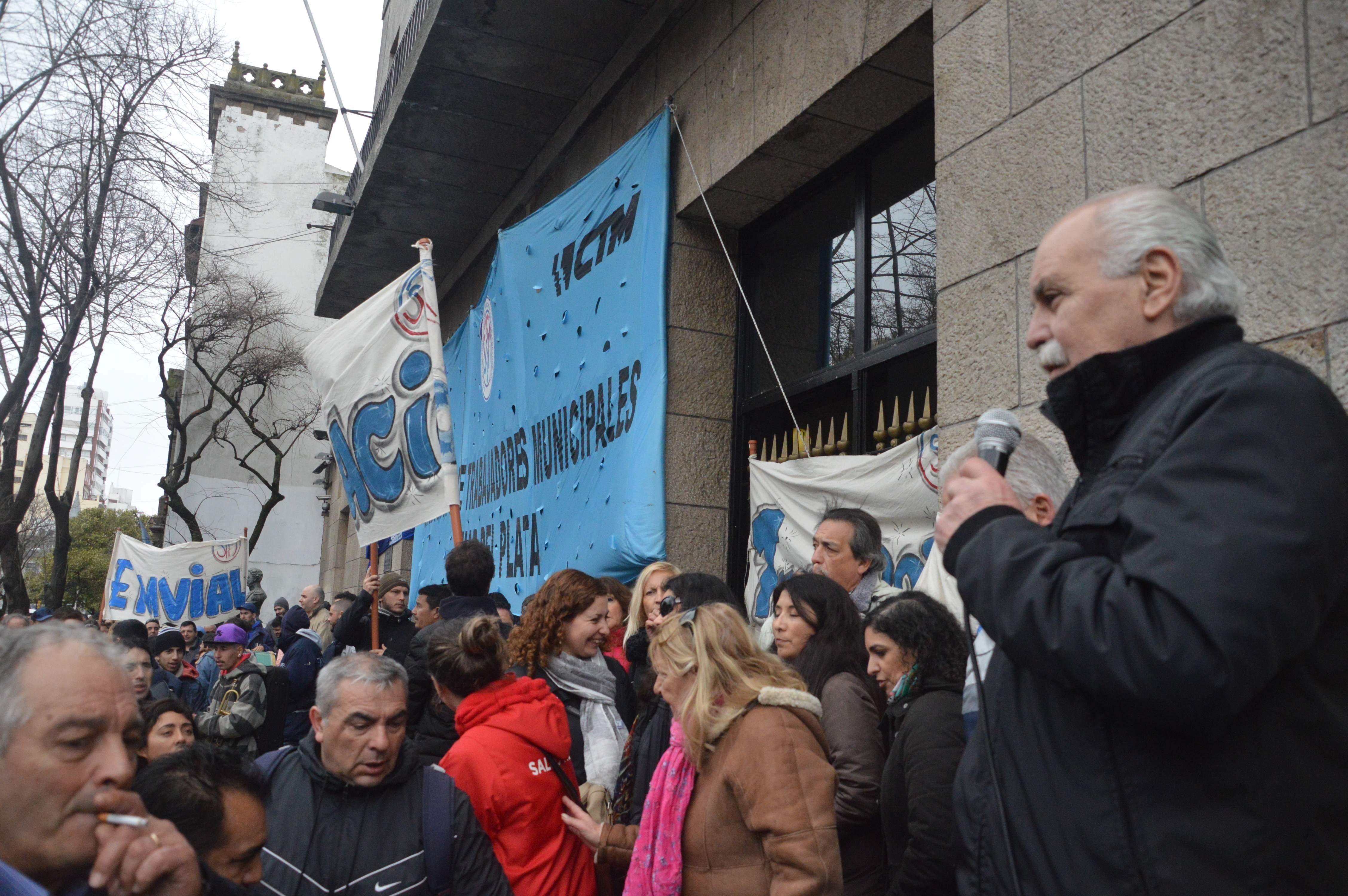 El jueves el Ejecutivo accederá al pedido del Sindicato de Trabajadores Municipales. Ofrecerá 8 por ciento de aumento para las paritarias del 2016. Por ahora, el conflicto queda superado.