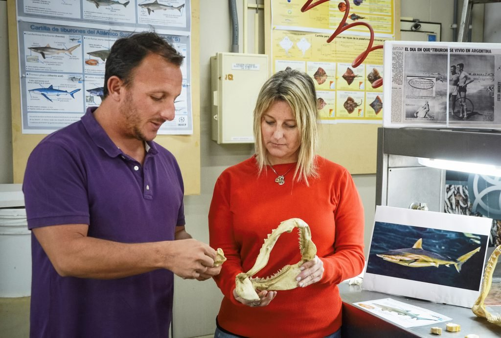La jefa del programa de Condrictios del Inidep, doctora Ana Massa, junto a su colega Jorge Colonello.