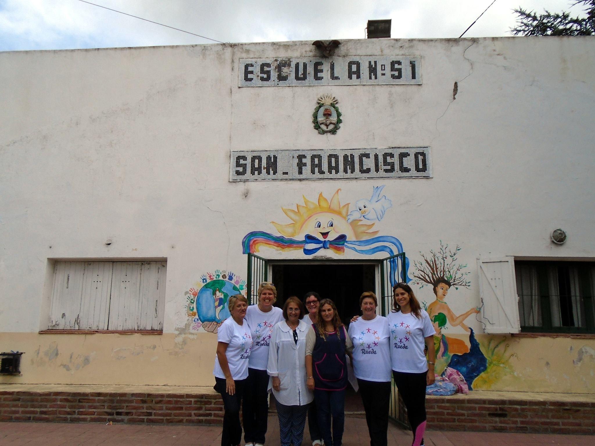 Durante la entrega de donaciones en la campaña Seamos Útiles 2016