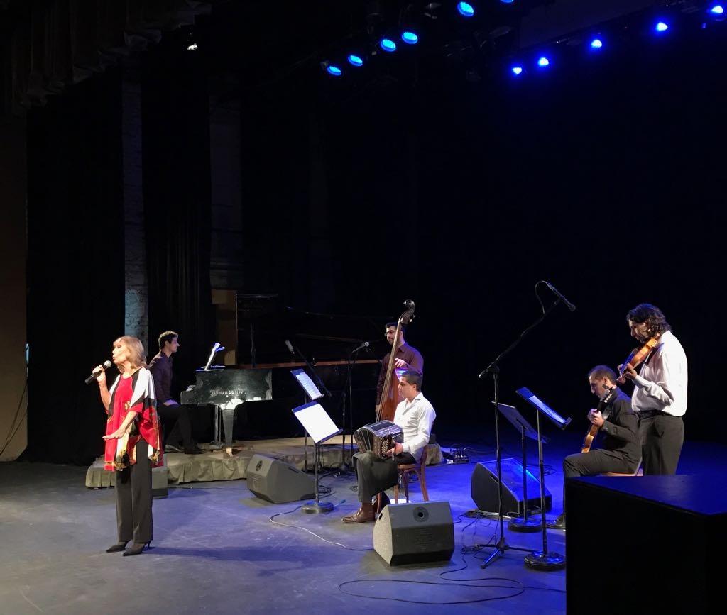 Amelita Baltar brilló en el teatro Colón de Mar del Plata, en el homenaje a Astor Piazzolla. No faltó prácticamente nadie.