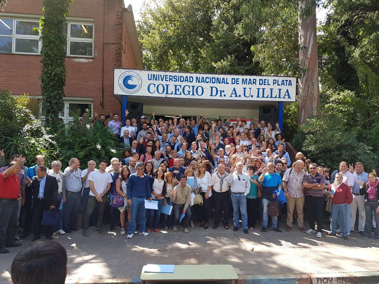 """El radicalismo local tuvo su congreso programático en el Colegio Illia. El """"baragiolismo"""" estuvo ausente con aviso."""