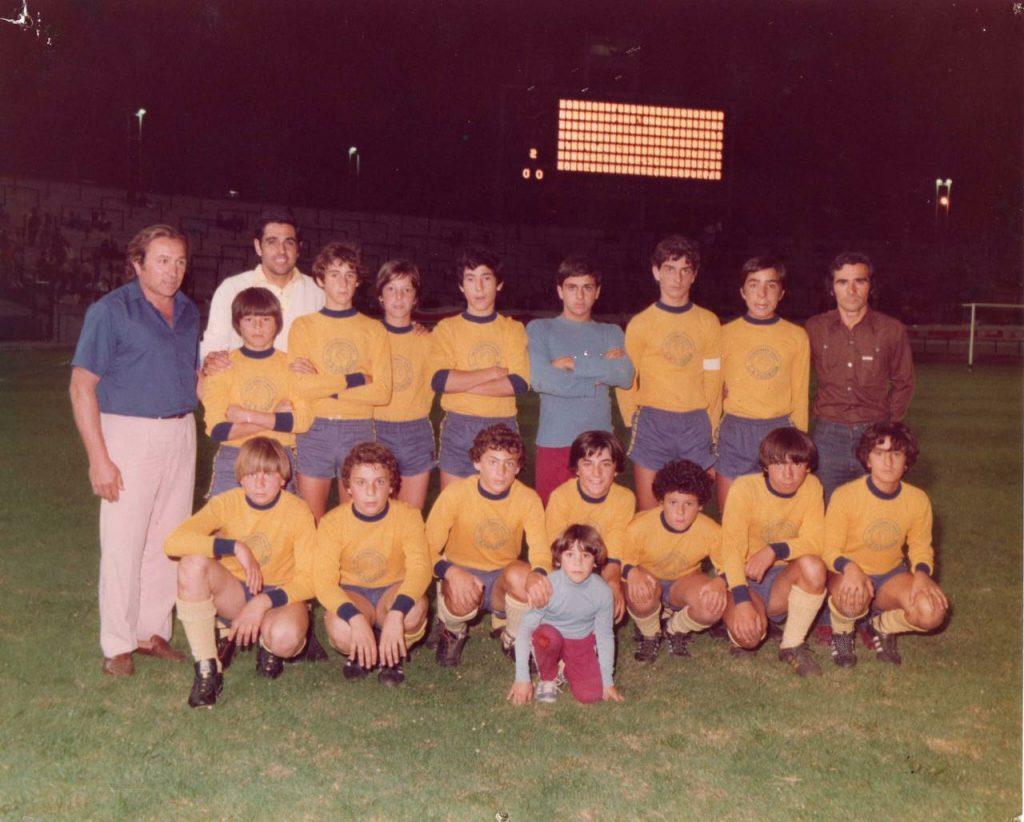 """""""El tercero, de rulos, es Fabián Bosco , hijo del expresidente de la LMF. Ese día jugamos el preliminar de un River-Argentinos de Maradona. Histórico!!"""", recordó."""