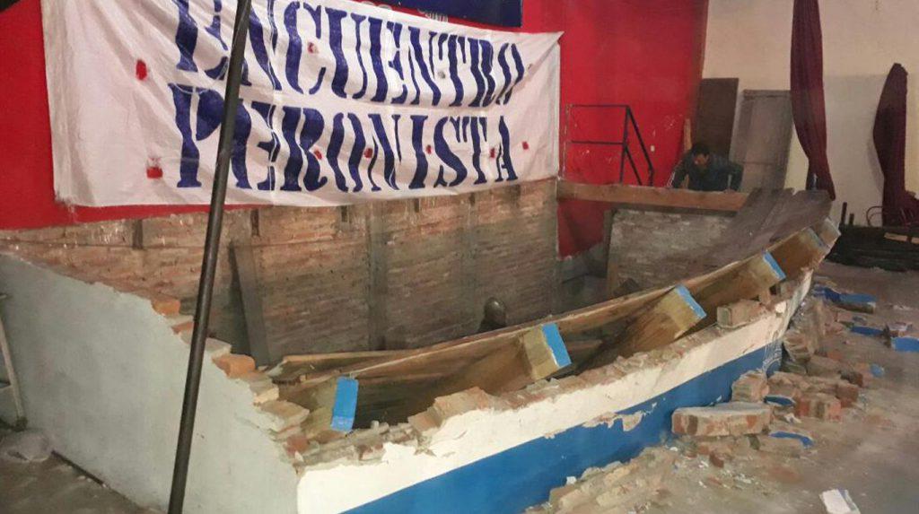 Se cayó un escenario en un acto político — Lomas de Zamora