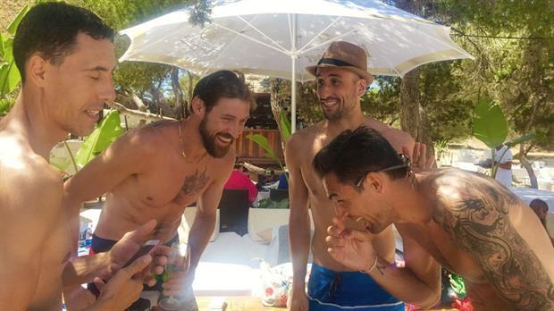 Vacaciones doradas para Manu Ginóbili en Ibiza junto con sus ex compañeros