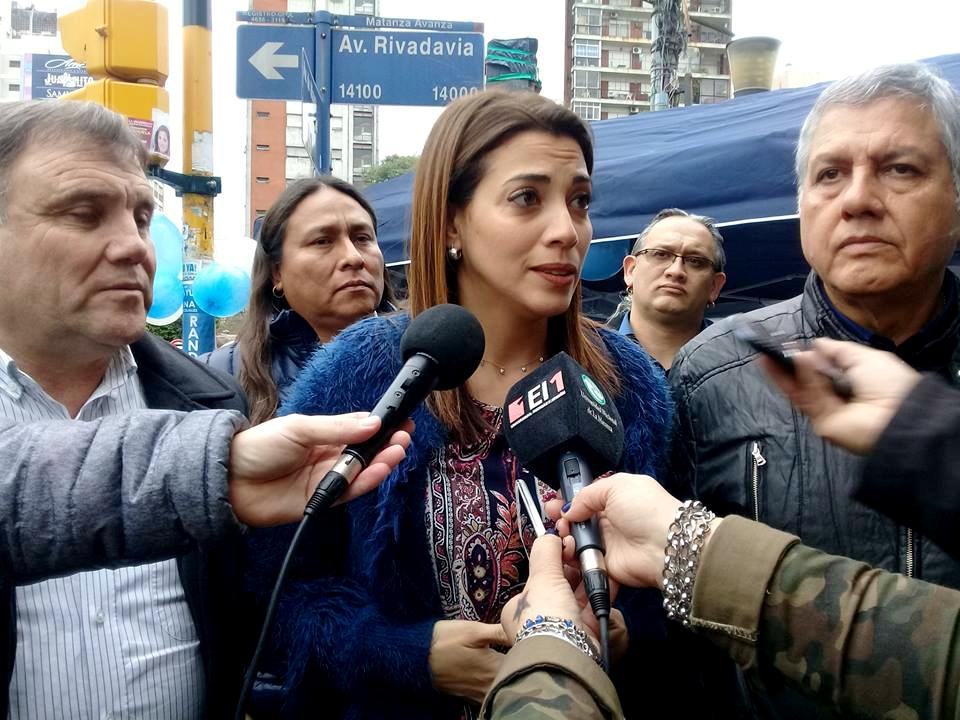 Insólito: Massa respondió la carta abierta de Cristina con un flyer