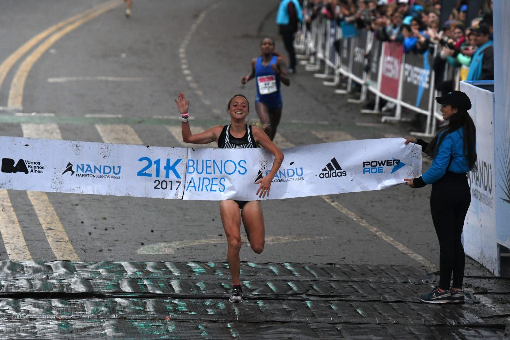 Florencia Borelli ganó la media maratón de Buenos Aires con récord argentino