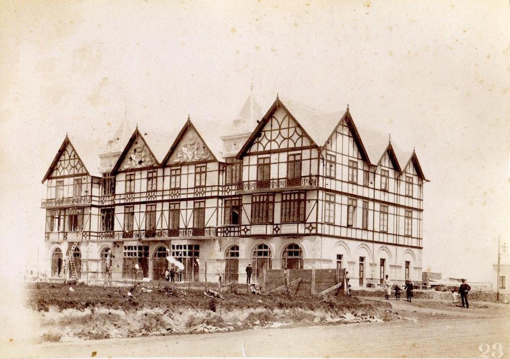 Construcción de los dormitorios del Bristol, 1888.