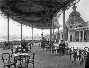 La marquesina del café La Brasileña en la antigua Rambla Bristol, inaugurada en 1913.