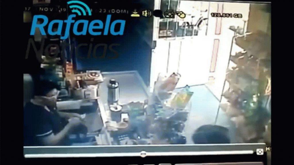 Una mujer echó a un ladrón con el agua hirviendo