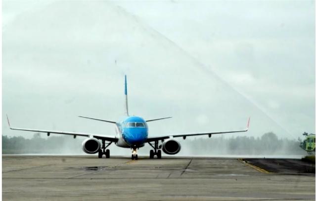 Un avión de Aerolíneas Argentinas chocó con un drone