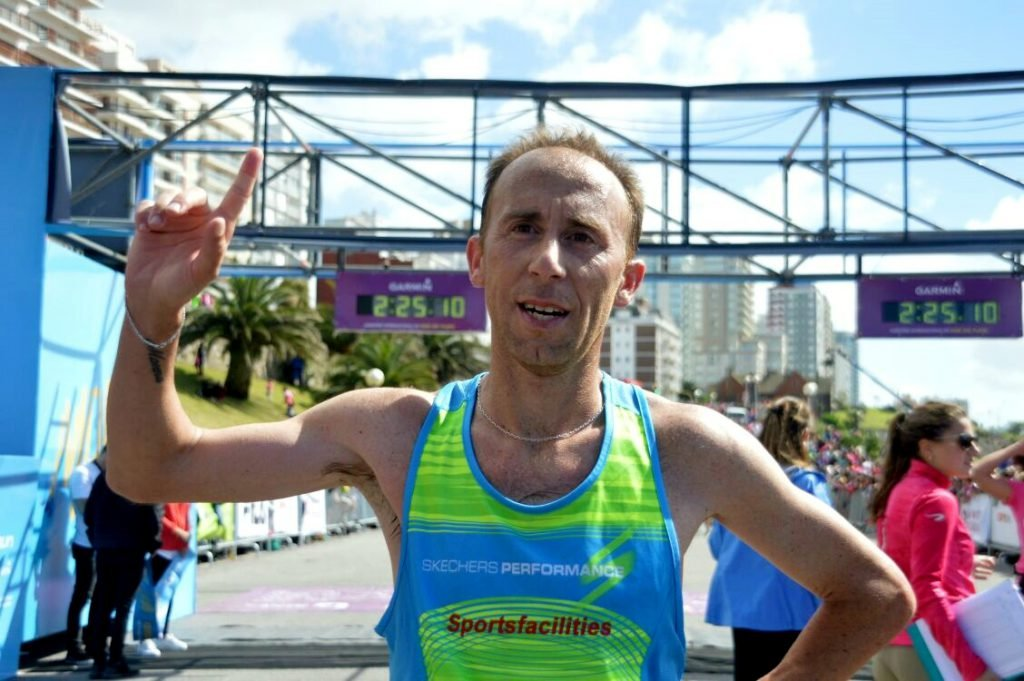 Mariano Mastromarino triunfó en el maratón de Mar del Plata — Atletismo