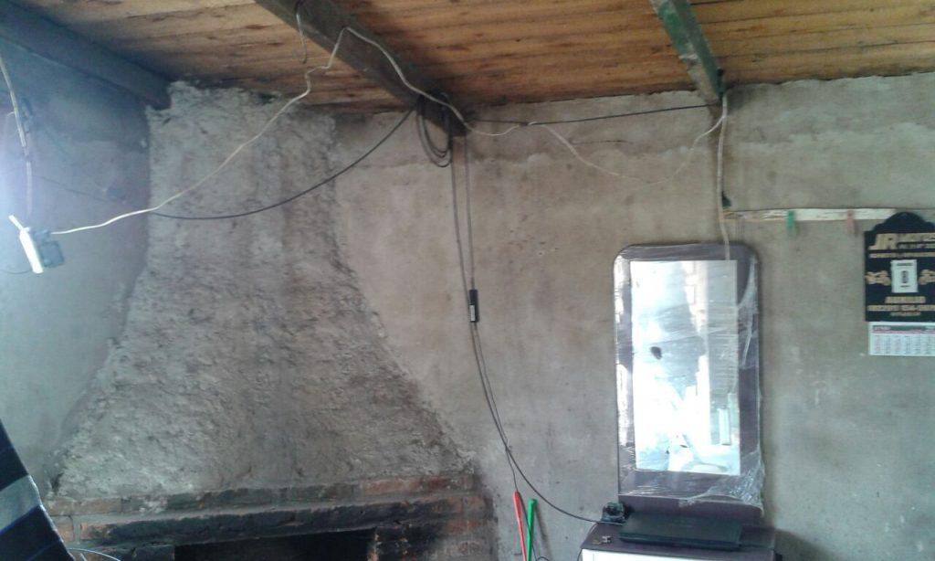 Instalación eléctrica deficiente en una de las viviendas del proyecto