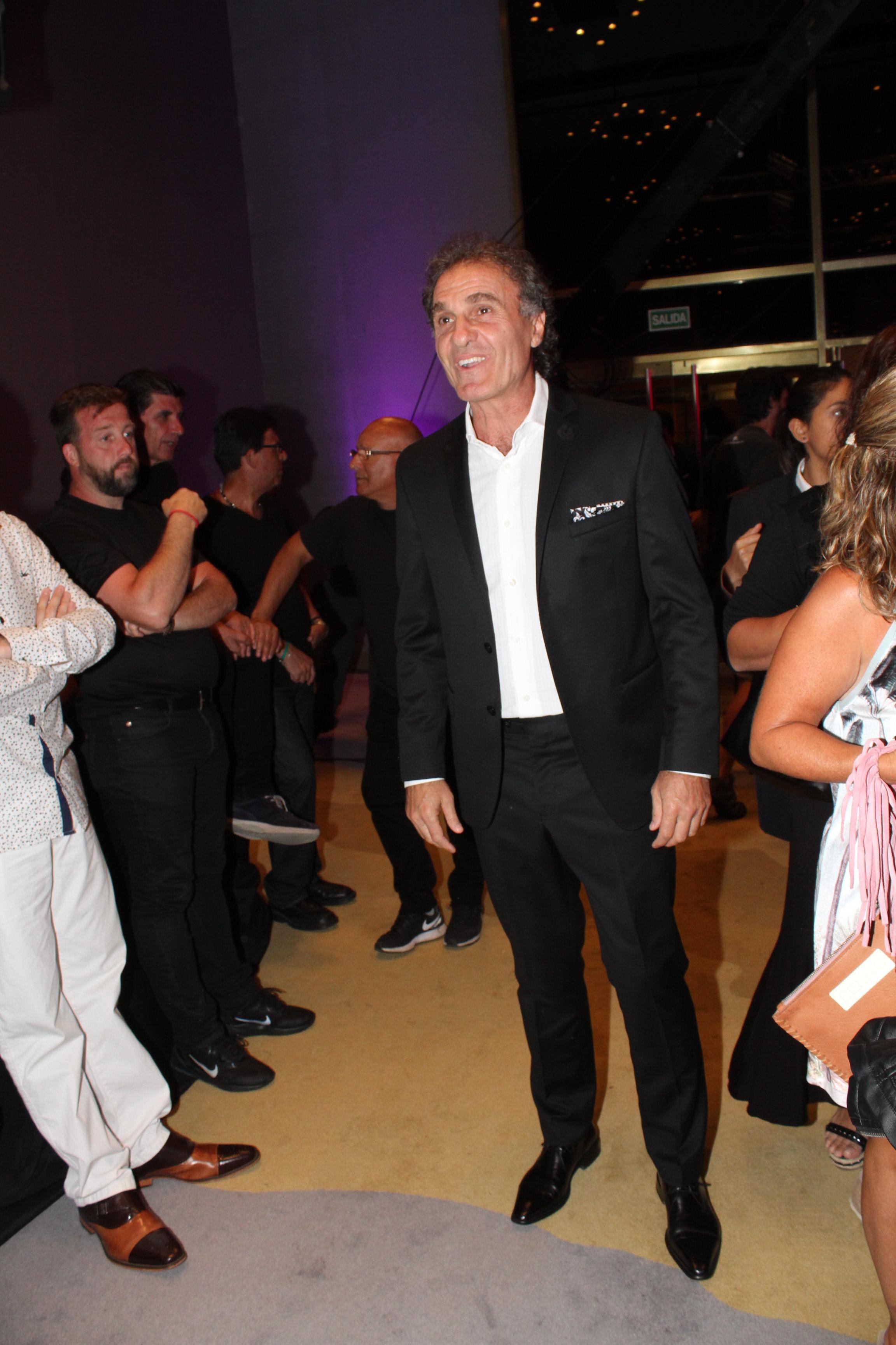 El ex futbolista Oscar Ruggeri disfruta del verano marplatense y no pierde oportunidad de presentarse en distintos encuentros sociales.