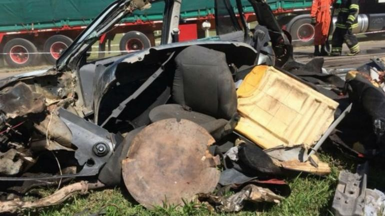 Choque entre un auto y un camión en Totoral: cuatro muertos