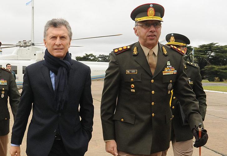 El Presidente releva al jefe del Ejército