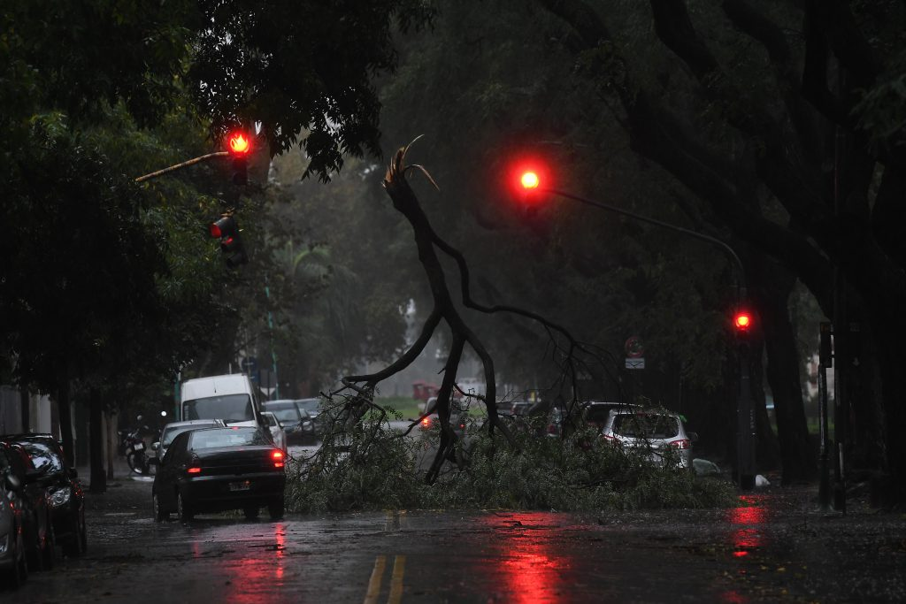 Dos muertos tras temporal en Buenos Aires