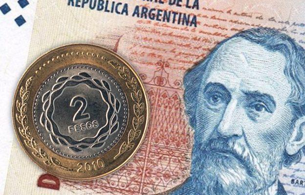 Agredió a la kiosquera por un billete de dos pesos