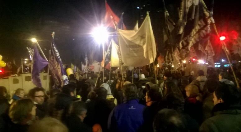 Protestan contra los aumentos de tarifas con una