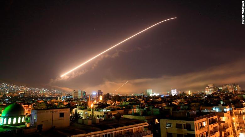 Macron asegura que Francia no le ha declarado la guerra a Siria