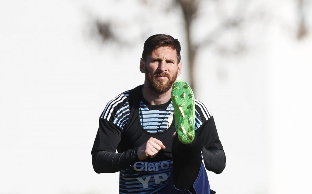 Argentina entrenó a puerta abierta y Messi se robó el espectáculo