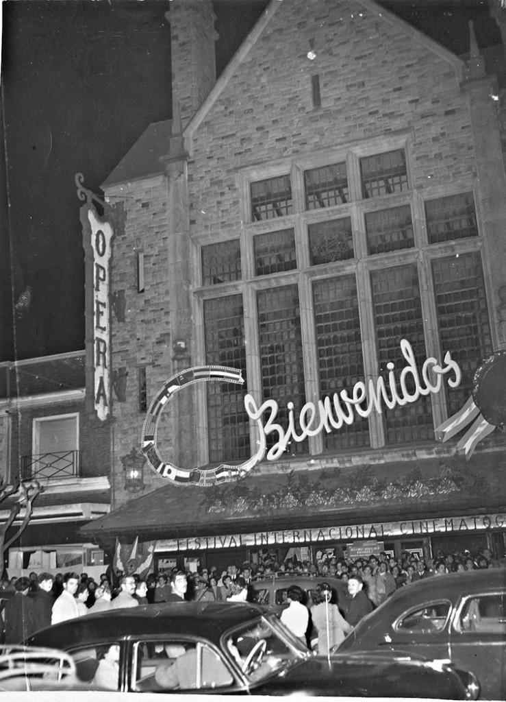 El Cine Opera de Independencia casi Luro. La imagen corresponde al Festival de Cine de 1959.