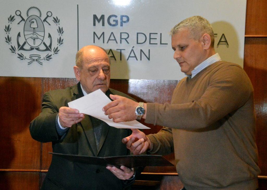El intendente Carlos Arroyo junto al subsecretario de Transporte y Tránsito, Claudio Cambareri.