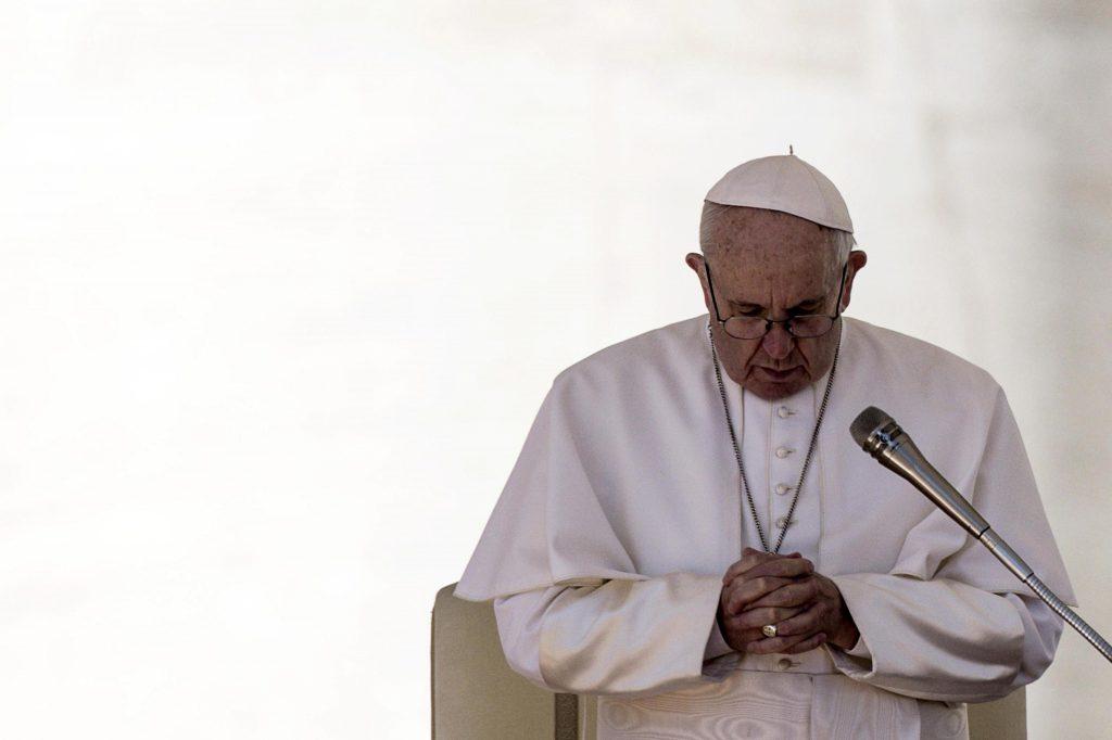 El papa Francisco almorzó en el Vaticano con pobres e indigentes