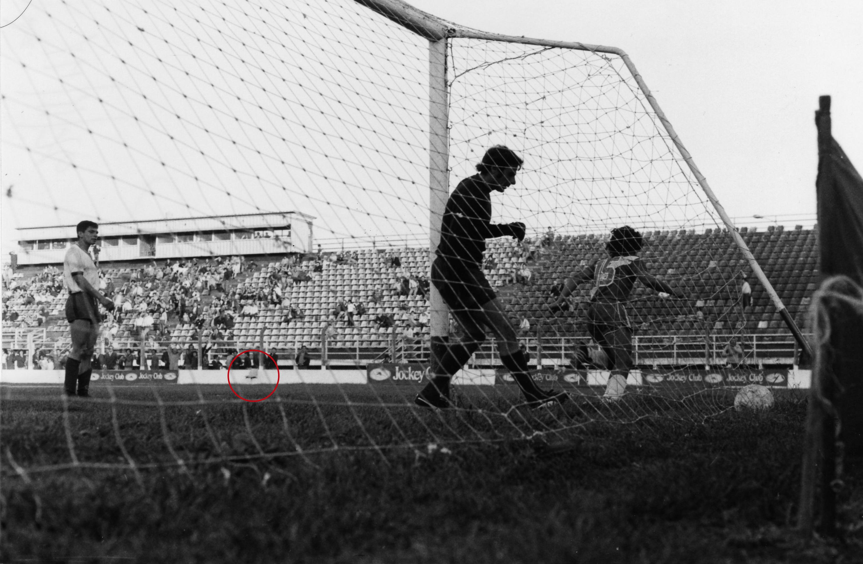 El festejo del segundo gol de Maradona ante San Lorenzo.