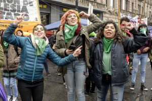 zzzznacp2 NOTICIAS ARGENTINAS BAIRES, AGOSTO 8: Manifestantes a favor del aborto legal se concentran frente al Congreso.Foto NA: SANTIAGO PANDOLFI zzzz