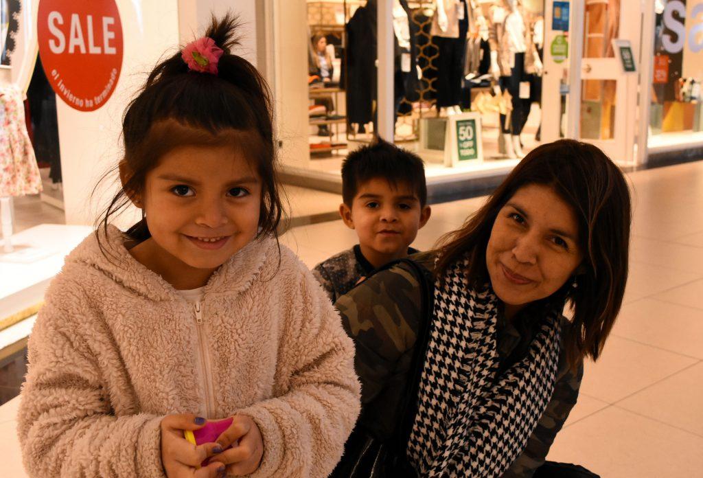 Giuliana y Marcela demostraron ser menos tímidas que Federico a la hora de las fotos.