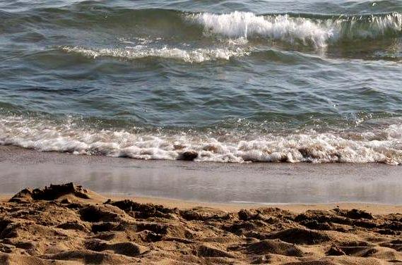 Muere en un hoyo que él mismo cavó en la playa