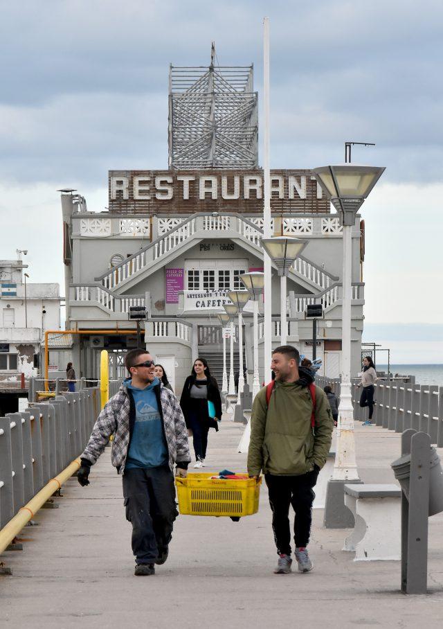 Desde 2010 rige una ordenanza que dispone no autorizar avisos publicitarios sobre la azotea del Club de Pesca.