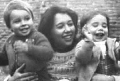 Lilia Mabel Venegas junto a sus hijos. Era veterinaria. Tenía 31 años.