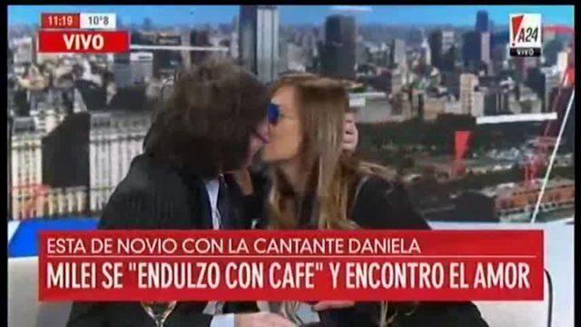Javier Milei oficializó romance con una cantante