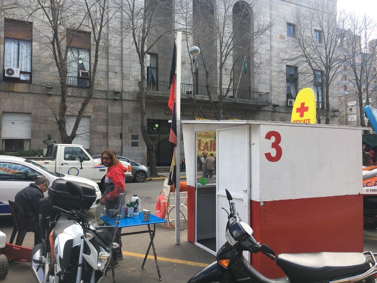 Los guardavidas esperan una respuesta de Arroyo