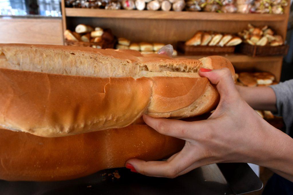 El precio de la harina aumentó con la suba del dólar y ya se trasladó al pan.