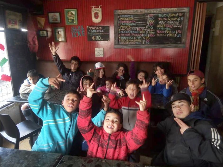 Una parrilla marplatense invita a almorzar a niños de bajos recursos