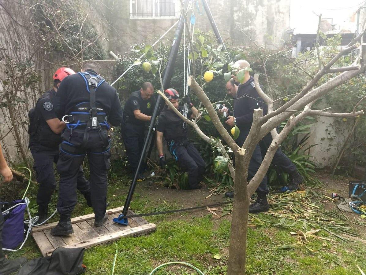 Increíble rescate a una mujer de 95 años que cayó dentro de un pozo