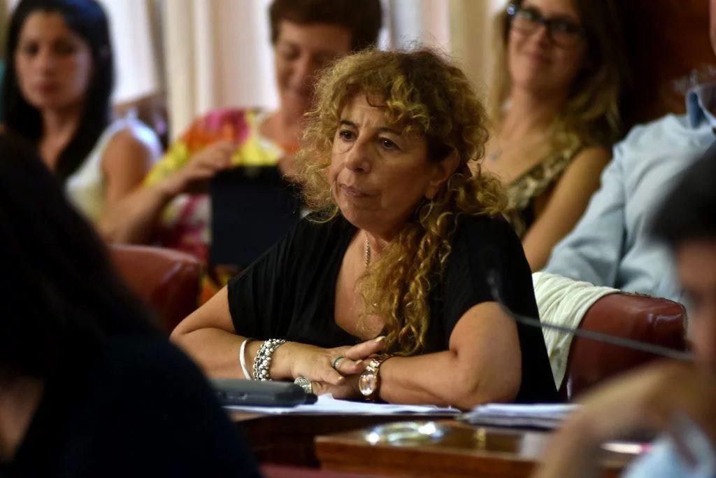 Angélica González pide que se termine con el festival de nombramientos.