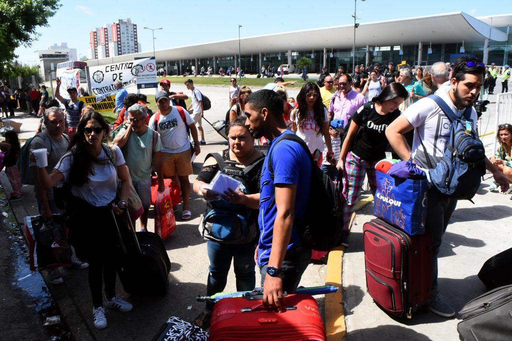 El conflicto con los maleteros perjudicaba la llegada y salida de colectivos a la ciudad.