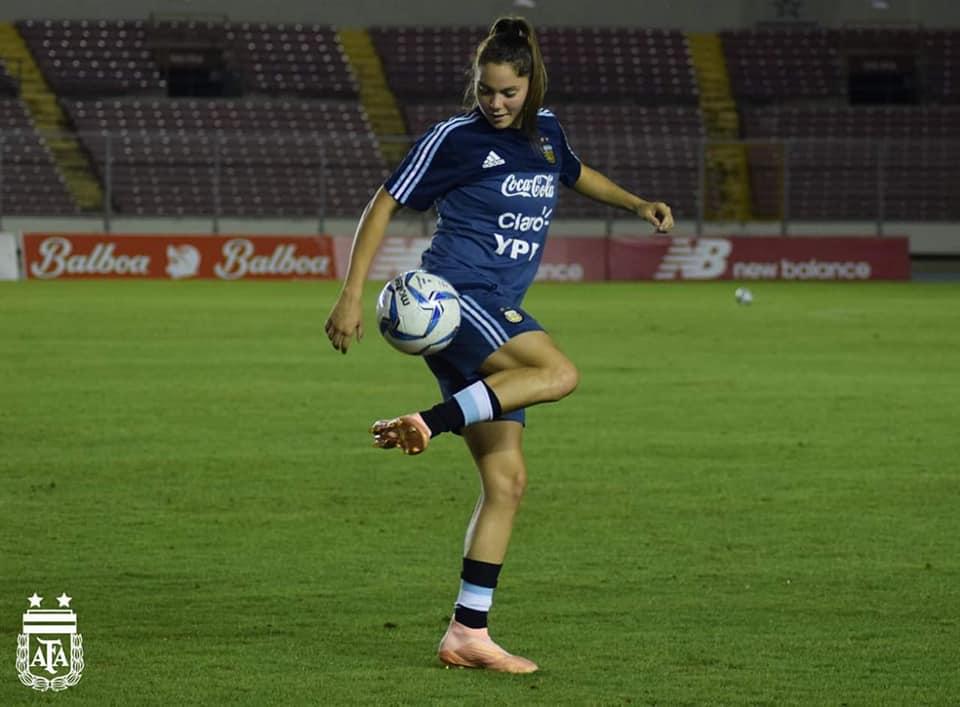 ... fútbol femenino. Milagros Menéndez promete esforzarse mucho para jugar  el Mundial de Francia.