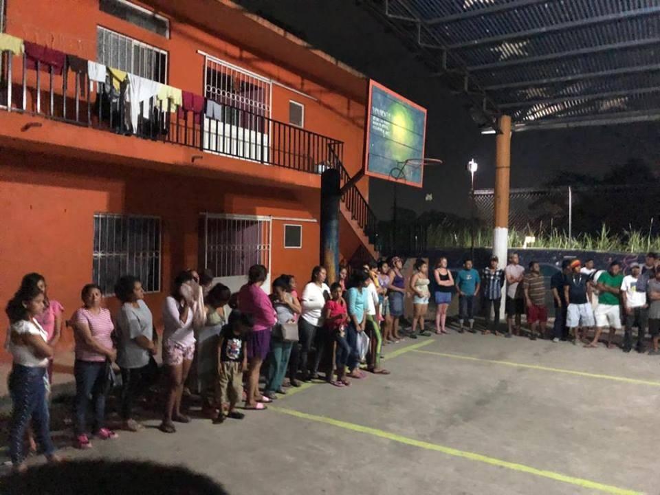 refugiados en fila