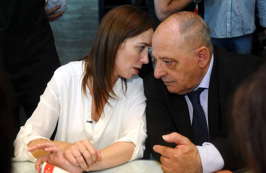 Otros tiempos. Una foto de Vidal y Arroyo dialogando.
