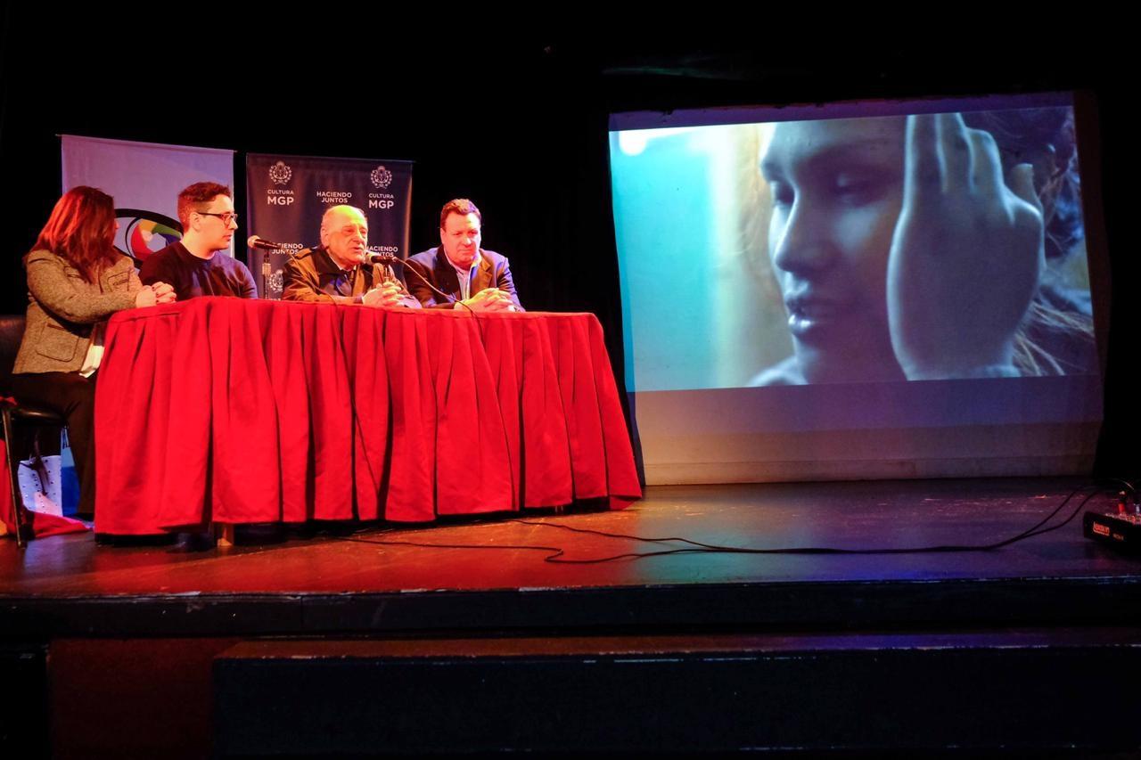 Pablo Jacobo y Carlos Arroyo, en el centro del panel.