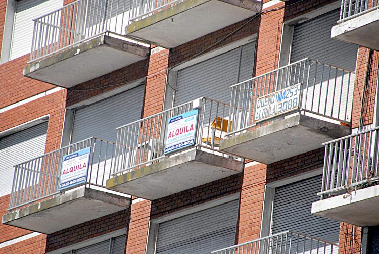 Alquilar suele ser engorroso para los inquilinos. La nueva ley busca simplificar las condiciones.